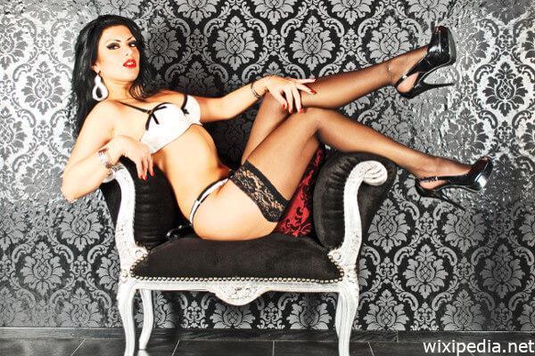 Sexy Beine Evelyn Schwarz